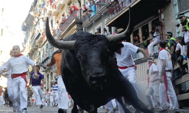 "Lễ hội ""bò rượt"" San Fermin"