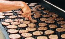 Tiêu thụ thịt heo chế biến tăng