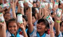 Vinamilk trao 76.500 ly sữa nhân ái tới trẻ em Vĩnh Long