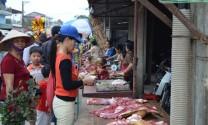 """Chợ truyền thống vẫn được """"chuộng"""""""
