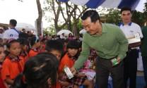 Quỹ sữa vươn cao Việt Nam và Vinamilk trao tặng 44.709 ly sữa cho trẻ em tỉnh Hưng Yên