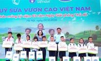 Vinamilk: Trồng 61.000 cây xanh và trao 119.000 ly sữa cho trẻ em Hà Nội nhân dịp 65 năm ngày giải phóng Thủ đô